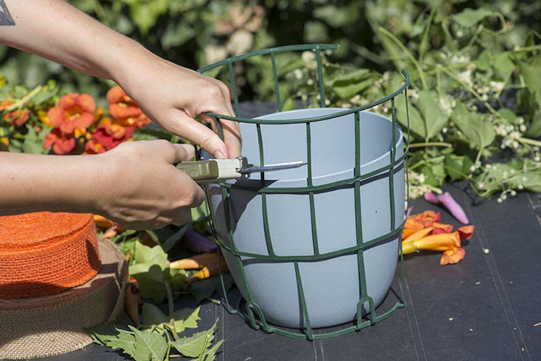 Idee per rivestire i vasi con la juta giardinaggio e for Vasi in plastica grandi